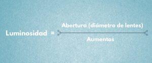 fórmula de luminosidad en prismaticos